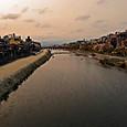 暮れ泥む京の街(四条大橋から北を望む)